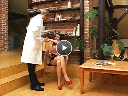black mature mom video