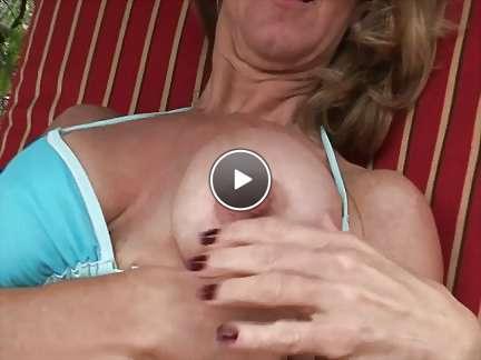 sexy mom bikini video